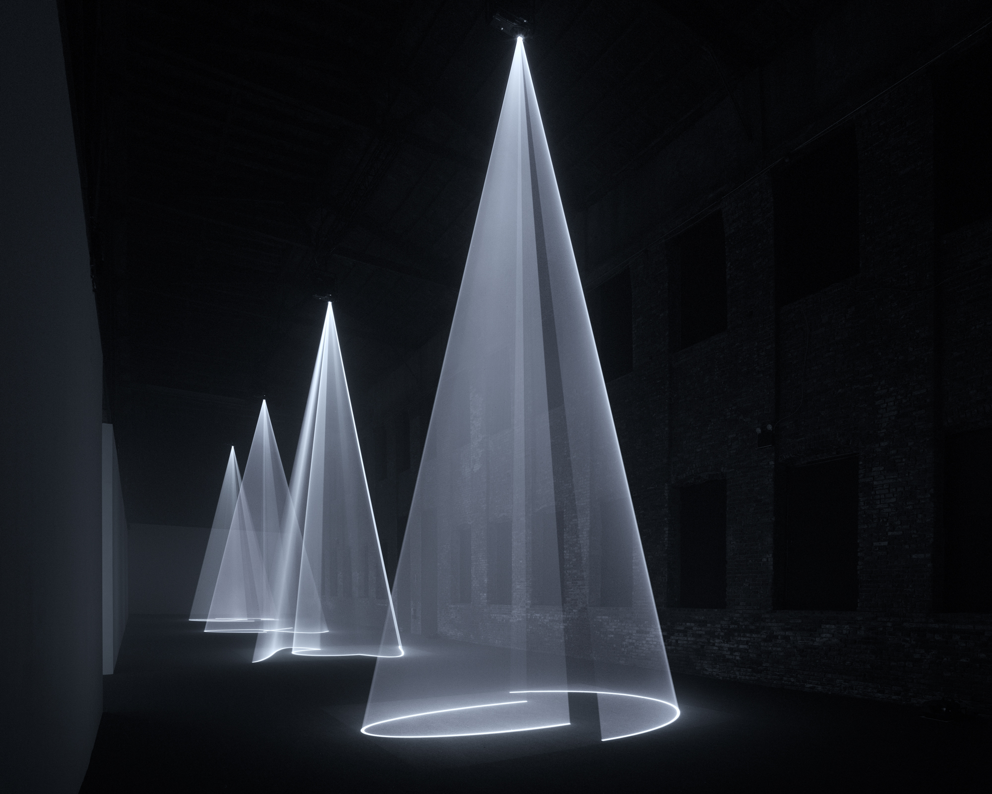 Installation view. Solid Light Works: Anthony McCall. Curated by Gabriel Florenz. Pioneer Works, New York, January 12 – March 11, 2018. © Dan Bradica